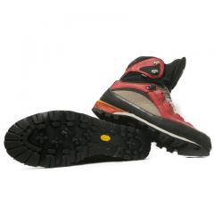 Resolar unas botas de alta montaña con un piso Vibram.
