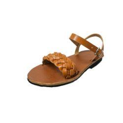 Sandalia trenzada. Una opción para el verano.