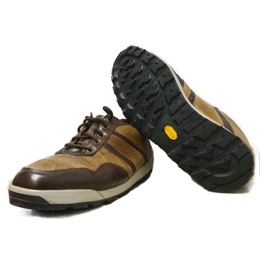 Resolar unos zapatos de golf