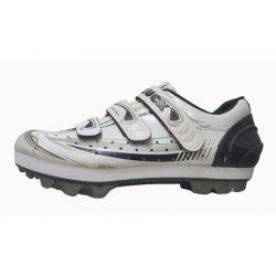 Alza para dismetría en unas zapatillas de ciclismo.