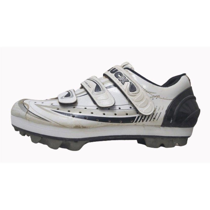 Alza para dismetría en unas zapatillas de ciclismo