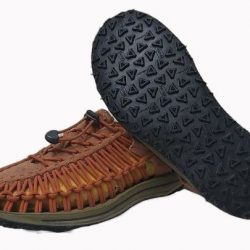 Reparar unas sandalias Keen.