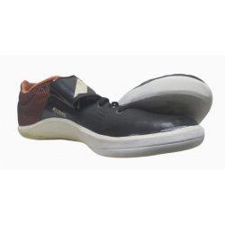 Reparar unas zapatillas de lanzamiento de disco.