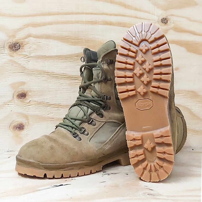 Reparar unas botas militares